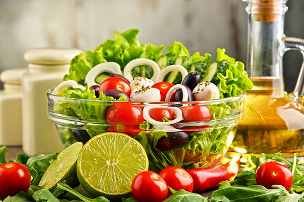 5 step per fare un'insalata gustosa e nutriente