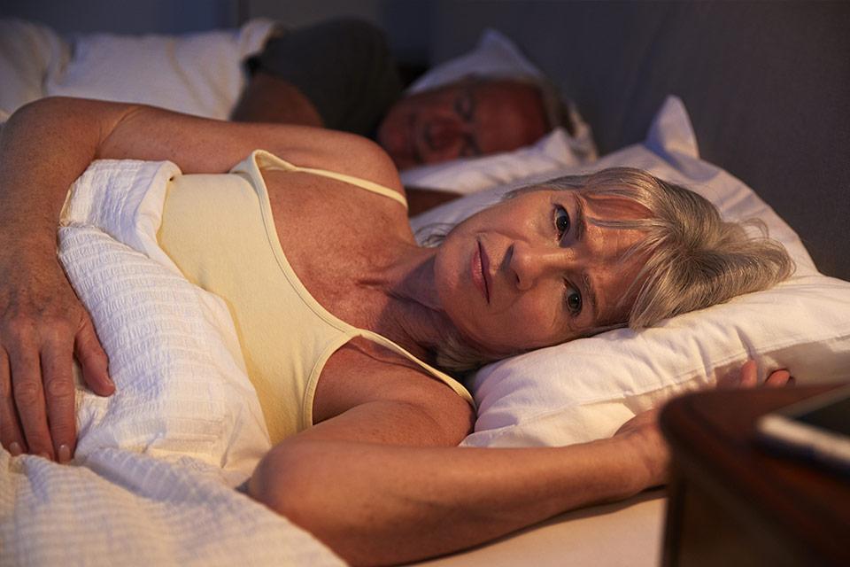 I disturbi del sonno possono essere peggiori se la menopausa è indotta chirurgicamente
