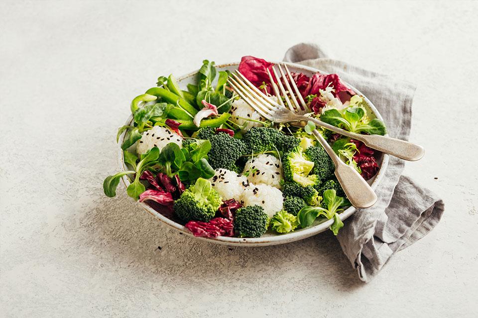 Insalate ed effetti benefici sulla salute: quali sono gli ingredienti da preferire e quali invece da evitare?